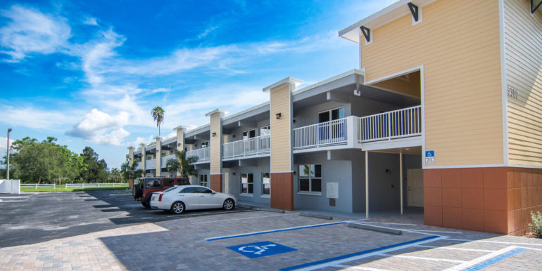 3300 Oak St NE Saint-large-001-28-Masonic Home Apartments-1500x1000-72dpi